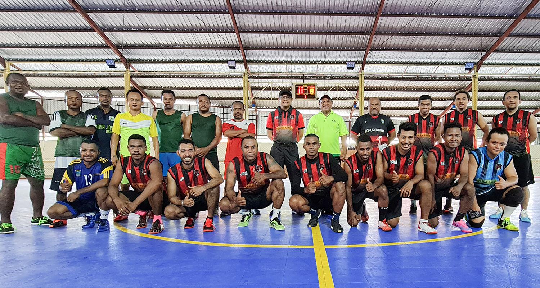 Kepala Balitbangda Papua Barat  Manfaatkan Hari libur untuk Olahraga Futsal