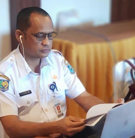 PROFESOR CHARLIE   PADA WEBINAR DALAM RANGKA MEMPERINGATI DIES NATALIS UNIVERSITAS PAPUA XX TAHUN 2020