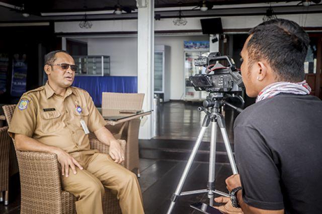 """Prof. Charlie Heatubun interview oleh TVRI Papua Barat"